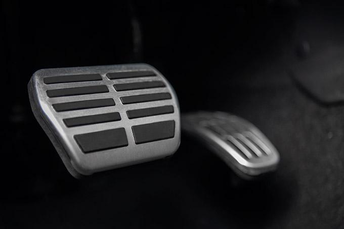 Спортивные алюминиевые накладки напедали и пороги