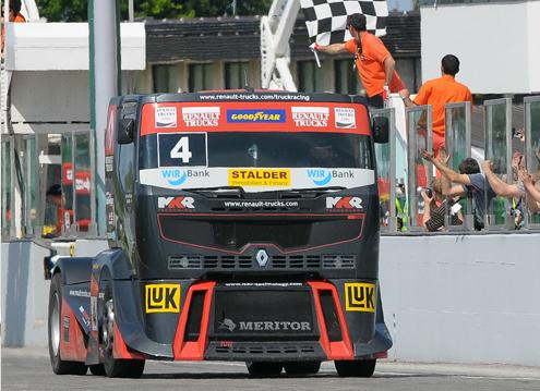 97a270c029de Еще до начала первого, итальянского этапа Чемпионата Европы по кольцевым  гонкам, новые грузовики Renault Trucks и MKR Technology стали звездами  кольцевых ...