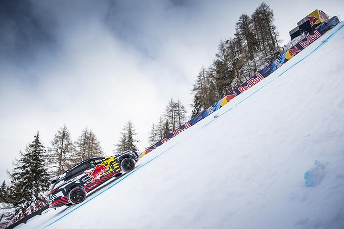 Игра не по правилам: Audi e-tron поднялся по горнолыжному склону