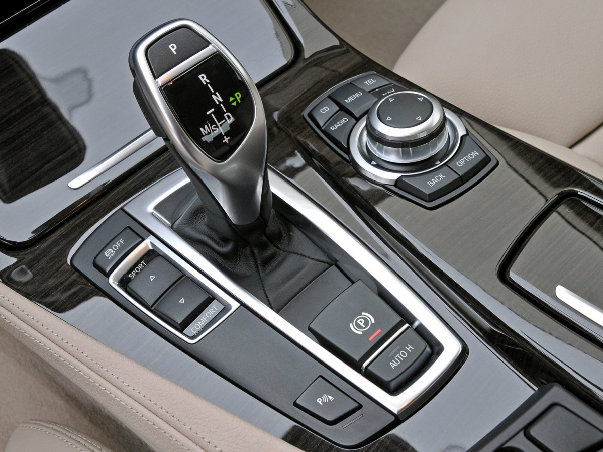 BMW-5-Series-2011-1600-be.jpg