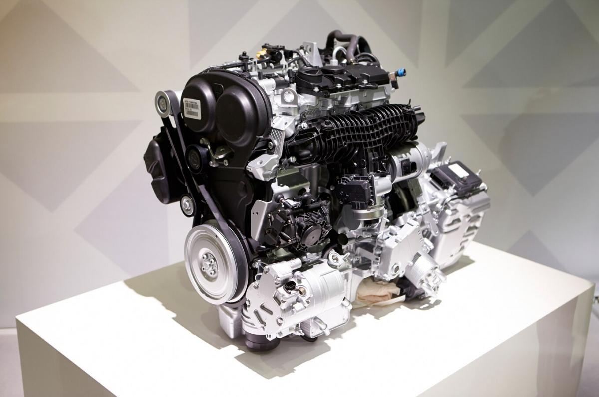 2016-Volvo-XC90-T8-engine-02.jpg