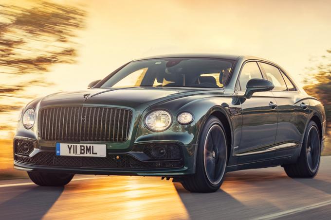 Компания Bentley стала продавать в РФ флагманский седан нового поколения