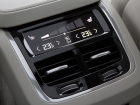 Климатика с раздельными для каждого пассажира зонами регулируется при помощи сенсорного дисплея. Отдельной похвалы заслуживает инвертор на 220 В