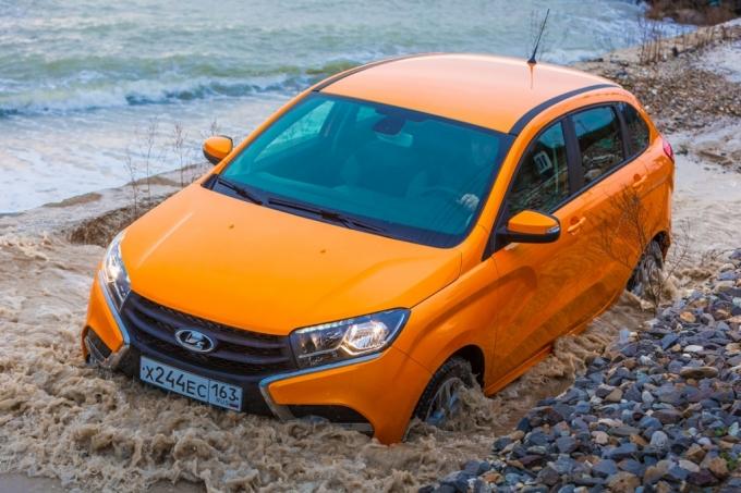 Волжский автомобильный завод обновил кроссовер Лада XRay