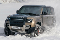 Новый Land Rover Defender бросил вызов Land Cruiser Prado