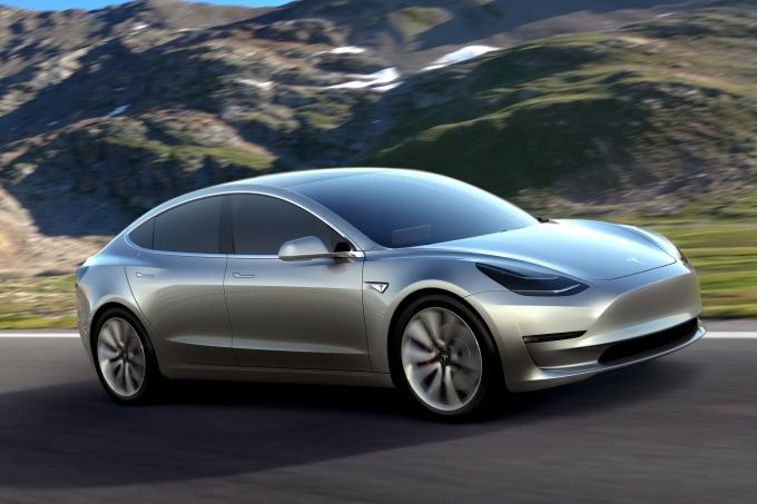Илон Маск анонсировал выпуск Tesla Model 3 сдвойным агрегатом