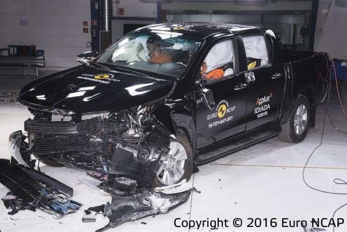 Вевропейских странах проверили напрочность Тойота Hilux, Субару Levorg и Киа Niro