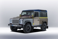 Land Rover Defender примерил наряд от Paul Smith