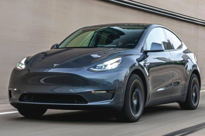 Tesla снизила цену наModel Y